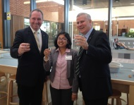 PhD-student-Soumi-Paul-Mukhopadhyay-talks-chickpeas-with-the-Federal-Minister-for-Agirculutre-The-Hon-Barnaby-Joyce-MP-and-Federal-member-for-Riverina-Mr-Michael-McCormack